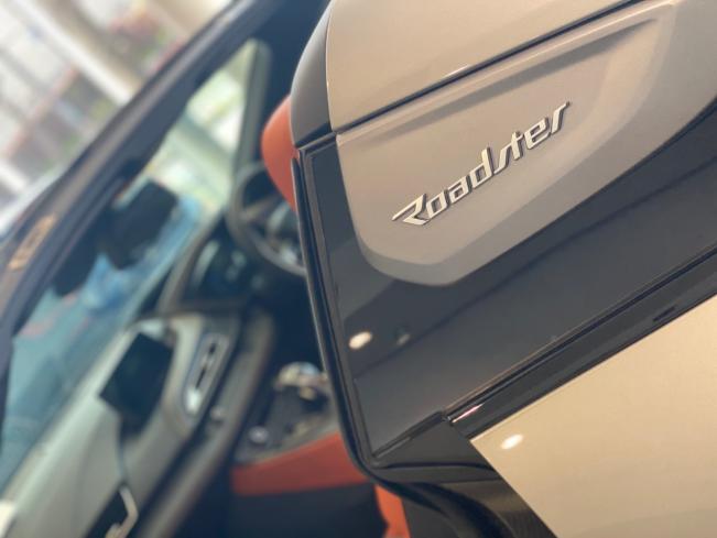 BMW i8 Roadsterのロゴ