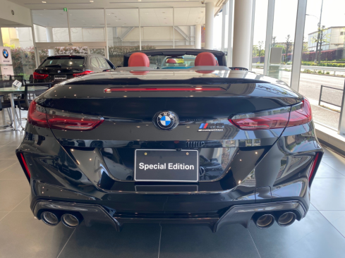 BMW M8 Cabriolet Competitionの後ろ