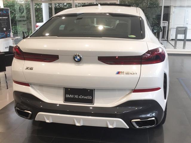 BMW X6 M50iの後ろ