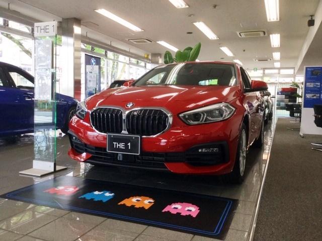 BMW 118d Playの赤