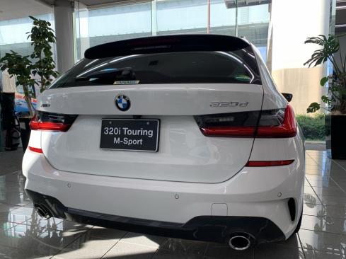 NEW BMW 3シリーズ ツーリングの後ろ