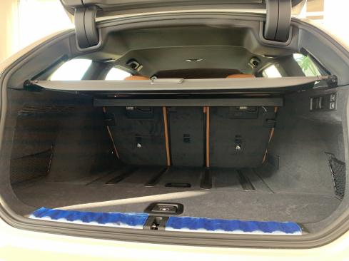 NEW BMW 3シリーズ ツーリングのトランク