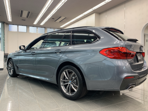BMW 523d xDrive Touring M Spiritの横