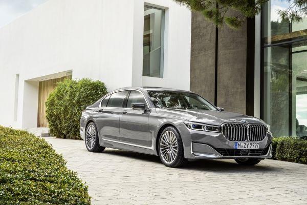 BMW7シリーズの灰色