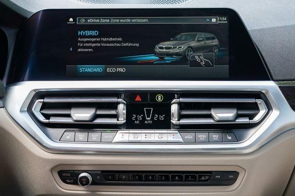 BMW 330e Touringのインテリア