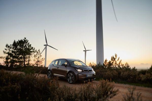BMW車と風力発電