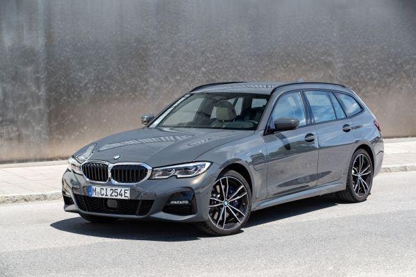BMW 330e ツーリング
