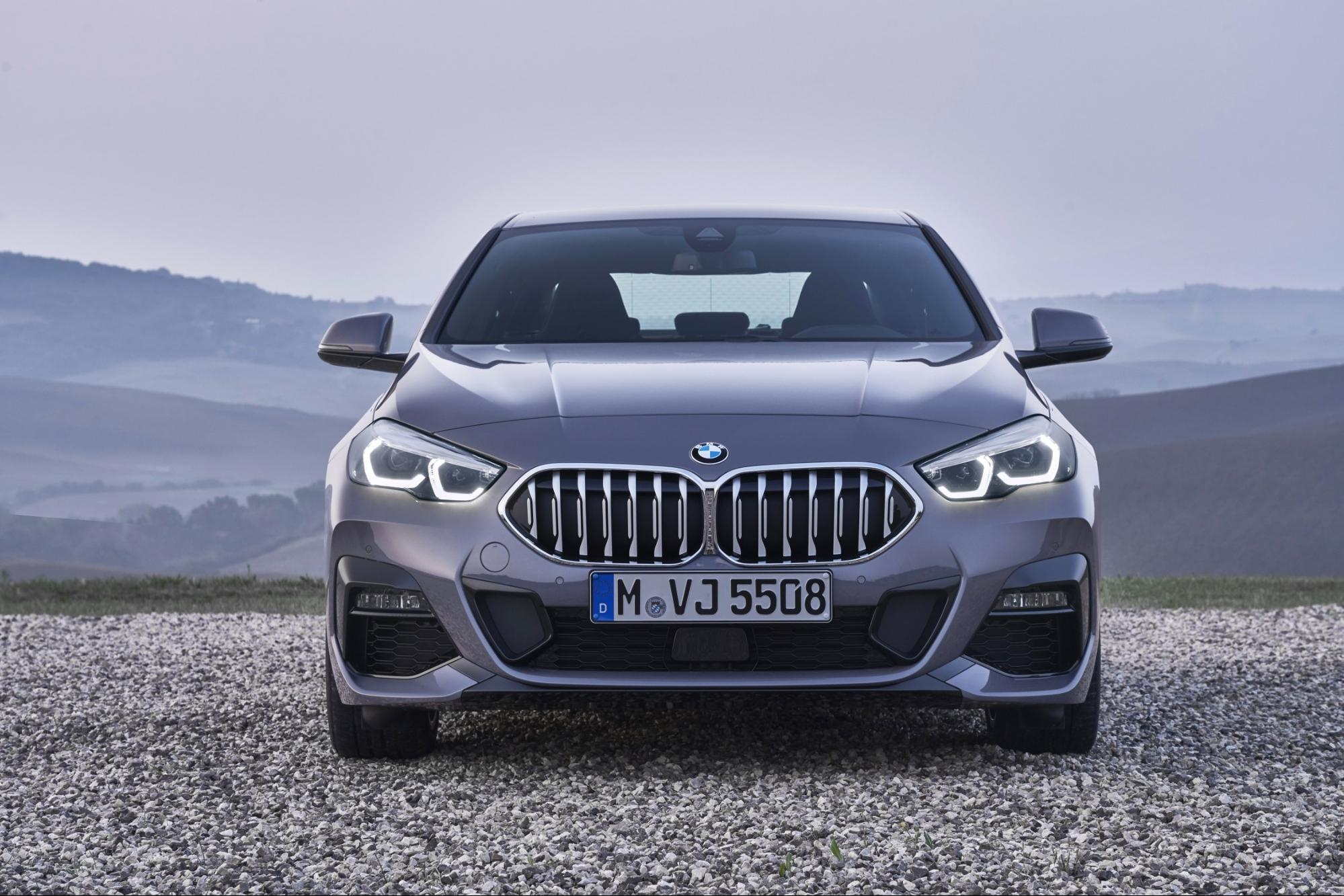 BMW 218dグラン クーペ 正面