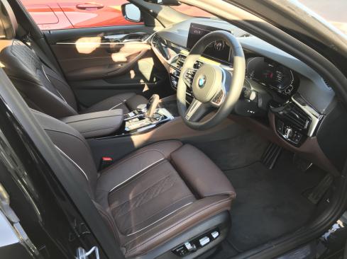 BMW 530e M Sport Edition Joy+のインテリア