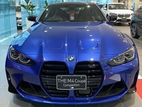 BMW M4 クーペ Competition 前