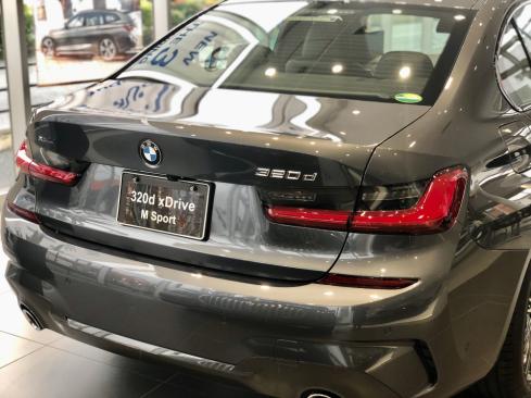 BMW 320d xDrive M Sportの後ろ