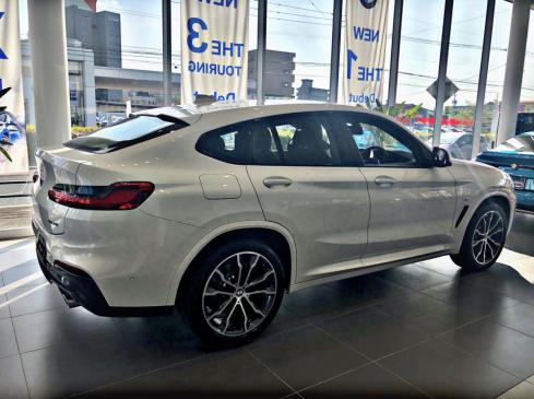 BMW X4 xDrive30i M Sportの横