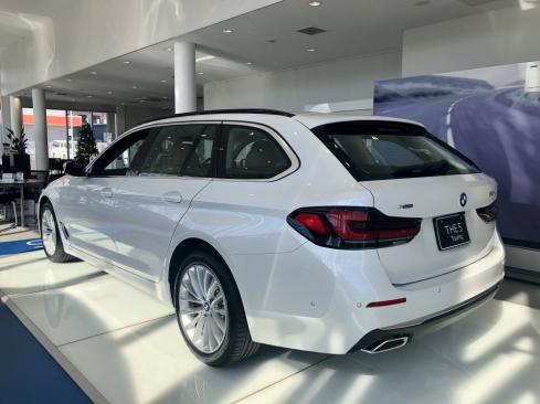 BMW 523d xDrive ツーリング Edition Joy+の後ろ
