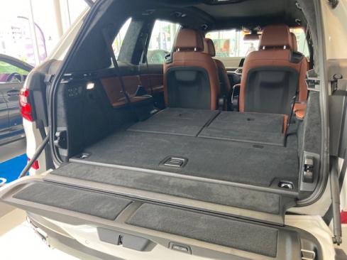 BMW X7 M50i ラゲッジスペース