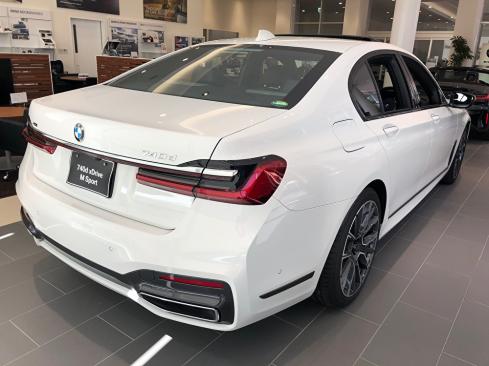 BMW 740d xDrive M Sportの後ろ