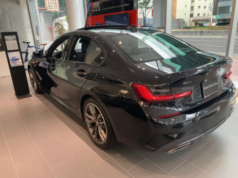 BMW M340i xDriveの横