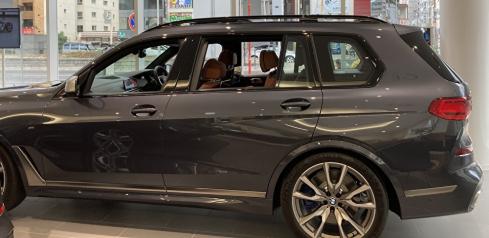 BMW X7 M50iの横
