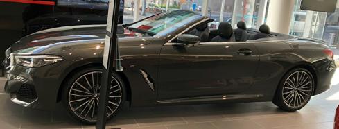 BMW M850i xDrive カブリオレの横
