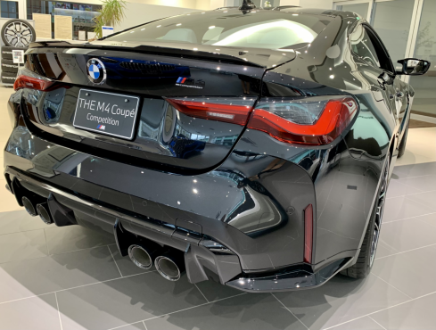 BMW M4 クーペ Competition 後ろ