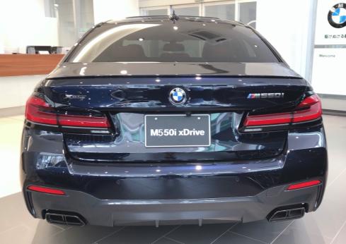 BMW M550i xDrive 後ろ