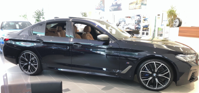 BMW M550i xDrive 横