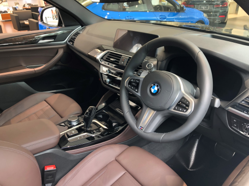 BMW X4 xDrive20d 内装