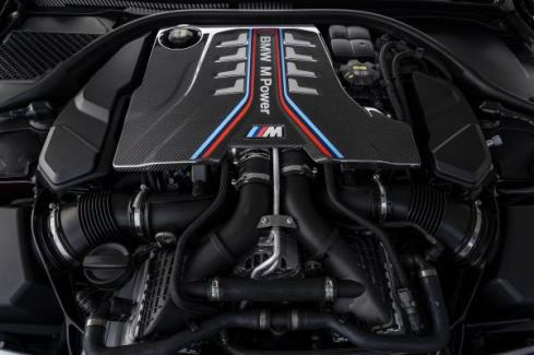 NEW BMW M8 Gran Coupeのエンジン