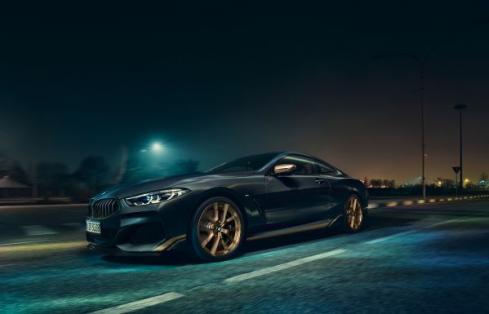 BMWのEdition Golden Thunderの横