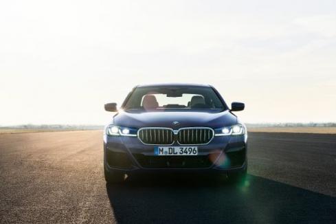 新型BMW 5シリーズのフロント