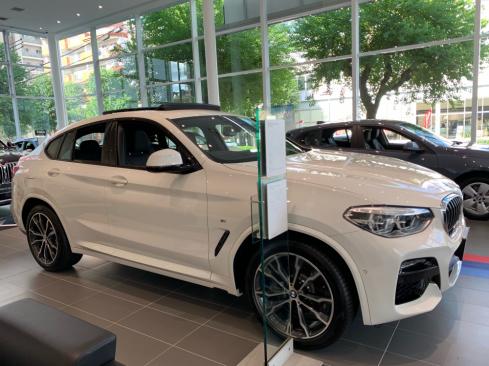 BMW X4 xDrive20d M Sportの横