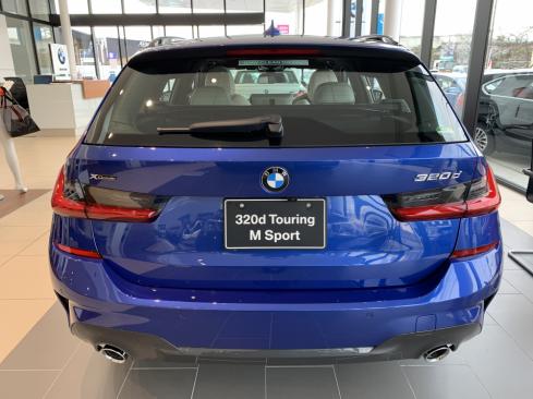 BMW 320d xDrive Touring M Sportの後ろ