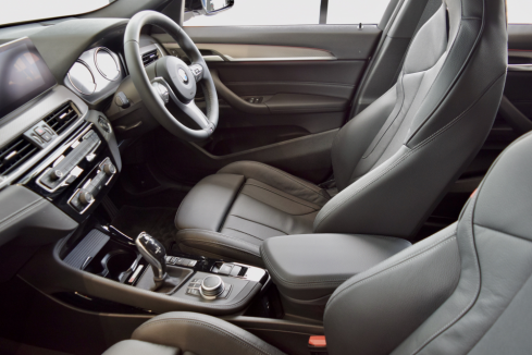 BMW X2 xDrive18d M Sport Edition Sunriseのインテリア