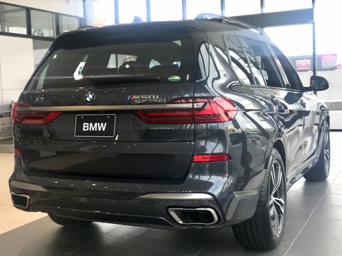 BMW X7 M50iの後ろ