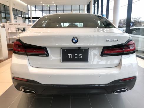 BMW 530i M Sportの後ろ