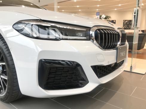 BMW 530i M Sportのフロント