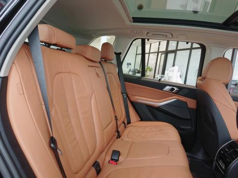 BMW X5 xDrive35d 後部座席