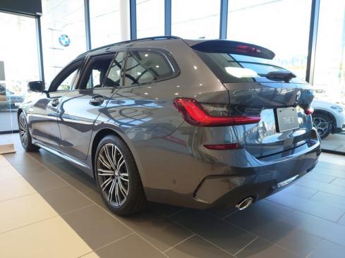 BMW 320i ツーリング M Sport 後ろ